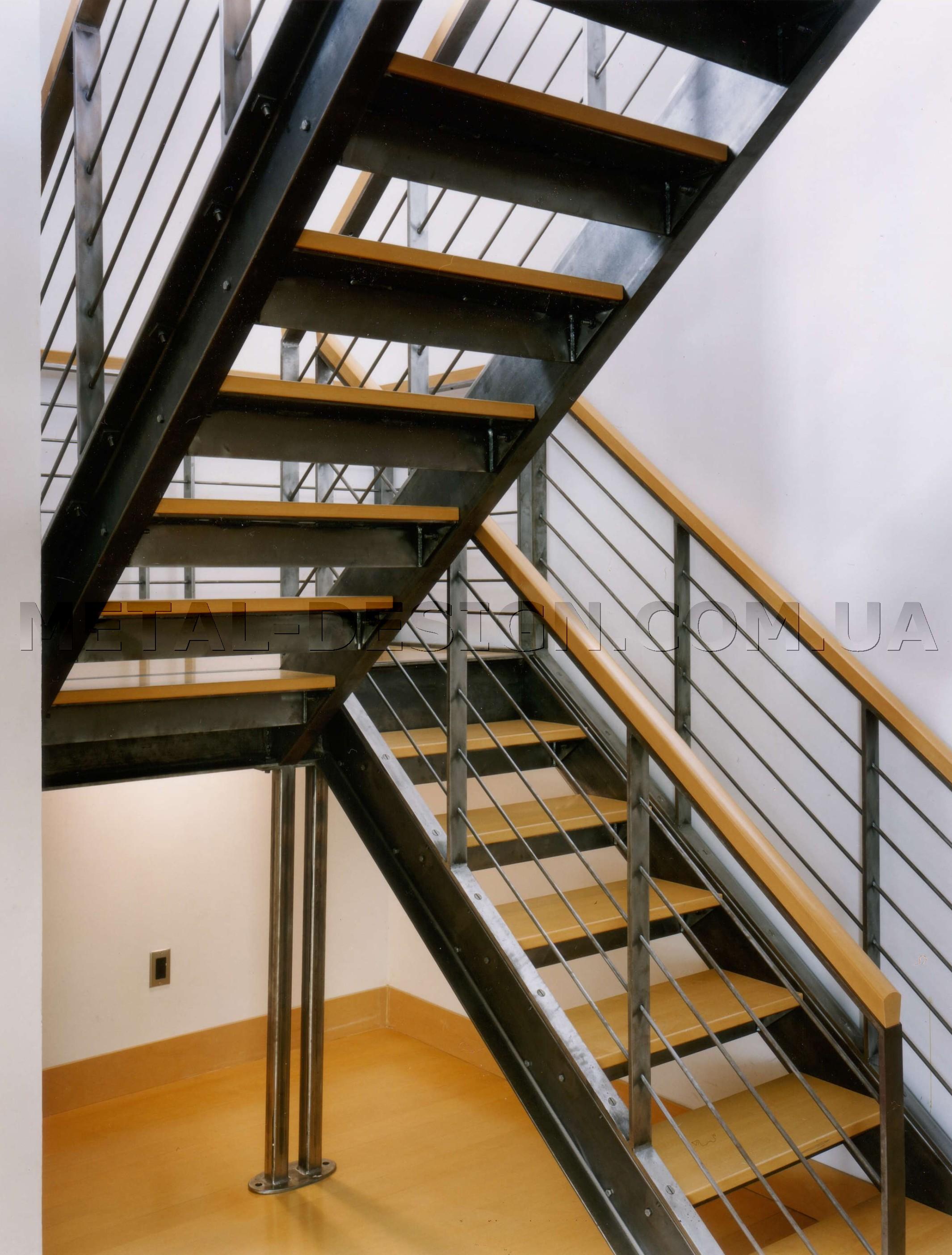 изготовление лестницы металлической двери